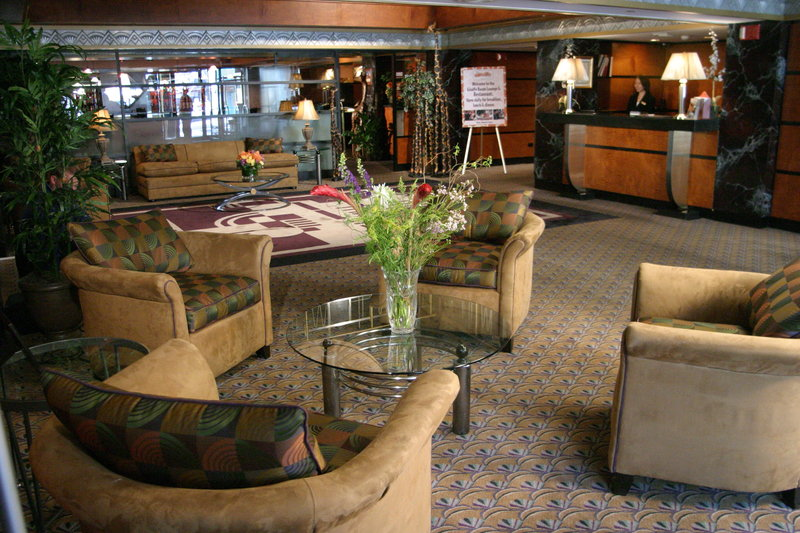 Inn at Great Neck Lobby