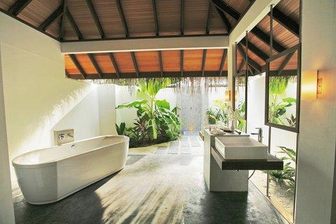 Velassaru Maldives - Beach Villa bathroom