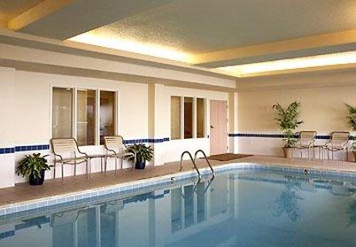 Fairfield Inn and Suites by Marriott Dallas Market Center Bazén