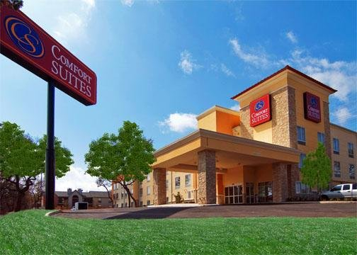 Comfort Suites Northwest Near Six Flags