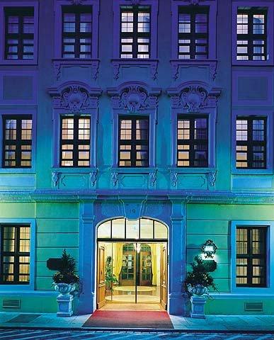Buelow Palais - Exterior at Night