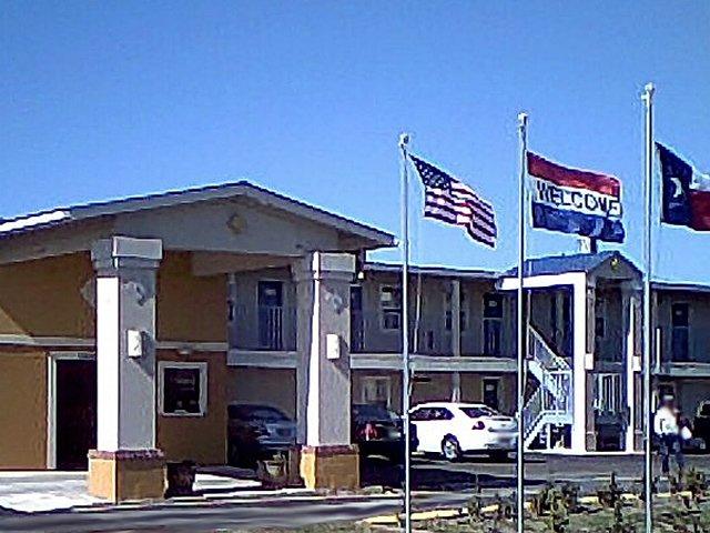 Passport Inn & Suites - Columbus, TX
