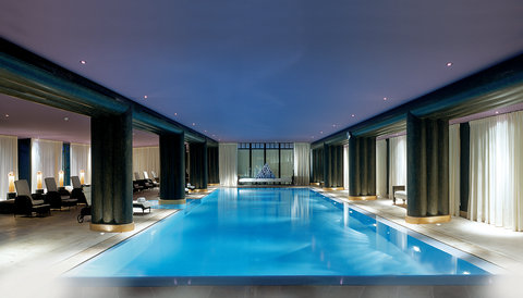 日内瓦香格里拉酒店及温泉 - Interior Swimming Pool
