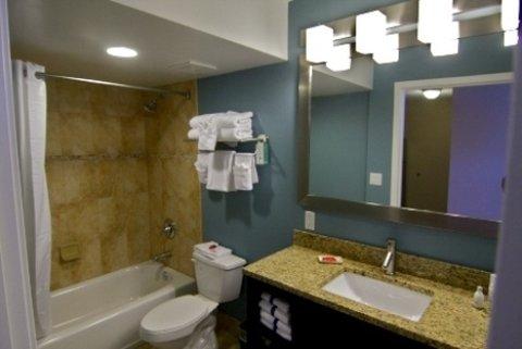 Holiday Inn Resort DAYTONA BEACH OCEANFRONT - Deluxe Suites