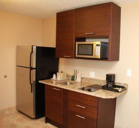 Holiday Inn Resort DAYTONA BEACH OCEANFRONT - Ocean Front Deluxe Room With Kitchen
