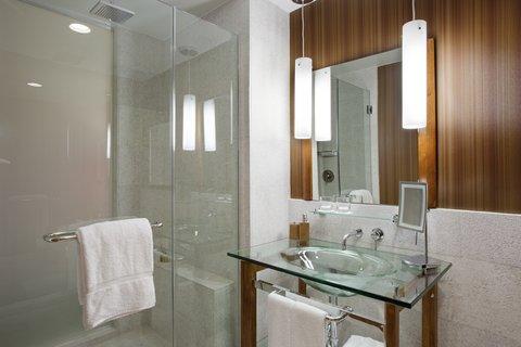 Hutton Hotel - Bathroom
