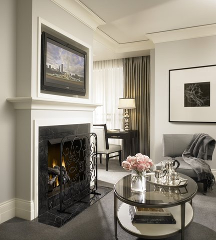 Waldorf Astoria Chicago - Guest Room Parlor