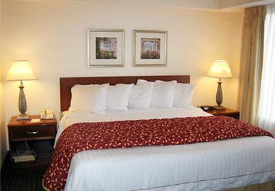 Residence Inn by Marriott Carlsbad - Suite Sleeping Area