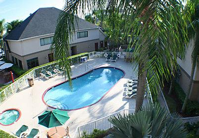 Residence Inn Miami Airport West/Doral Area Havuzun görünümü