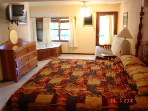 Coconuts Caribbean Resort - Sunrise Suite