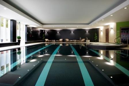 Radisson Blu Hotel Durham Zwembadaanzicht