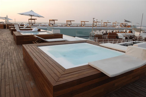 Riviera Hotel Beirut - Jacuzzi area