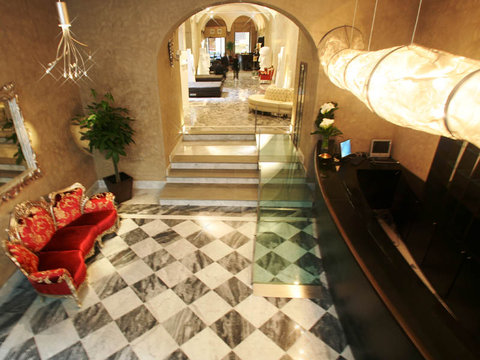 Borghese Palace Art Hotel - Lobby view
