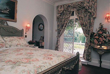 French Horn Hotel - Guest room
