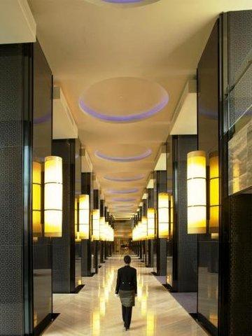 Hotel Indonesia Kempinski Jakarta - Lobby Corridor