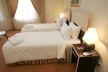 Premier Hotel - Deluxe Twin 1