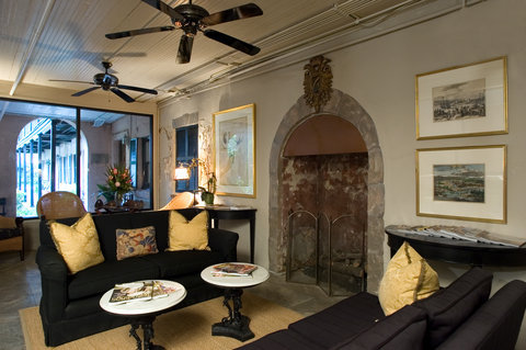 Battery Carriage House Inn - Enjoy wine and cheese in our lobby each evening