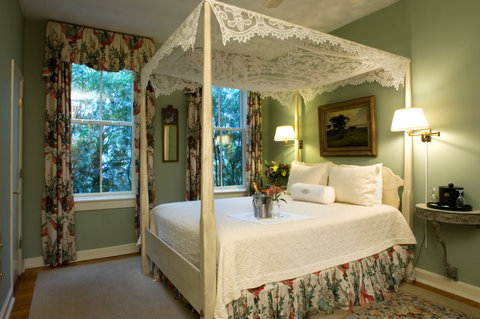 Battery Carriage House Inn - One of our soothing second floor carriage house ro