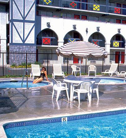 卡斯特套房酒店 - Pool View