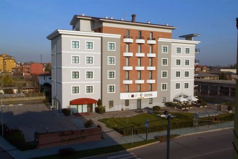 Poli Hotel - Exterior