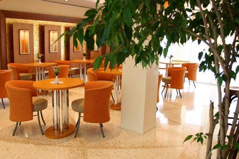 Poli Hotel - Lobby view