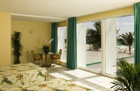 Tropic Cay Beach Hotel - Guest room