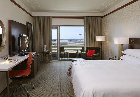 Renaissance Concourse Atlanta Airport Hotel - King Guest Room Runway View