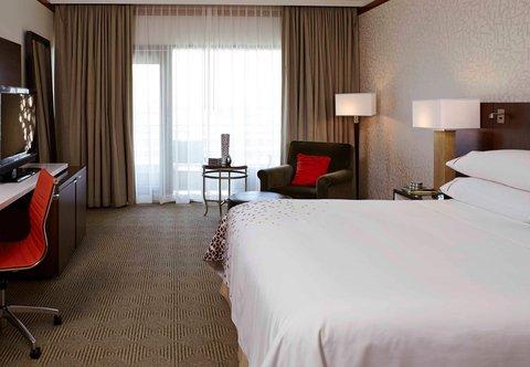 Renaissance Concourse Atlanta Airport Hotel - King Guest Room