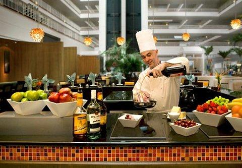 Renaissance Concourse Atlanta Airport Hotel - Concorde Grill Action Station