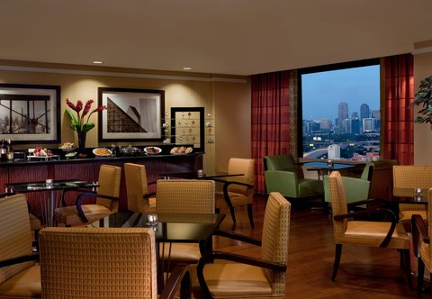 Renaissance Dallas Hotel - Club Lounge Dining