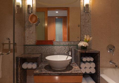 Renaissance Hotel Suzhou - Guest Bathroom