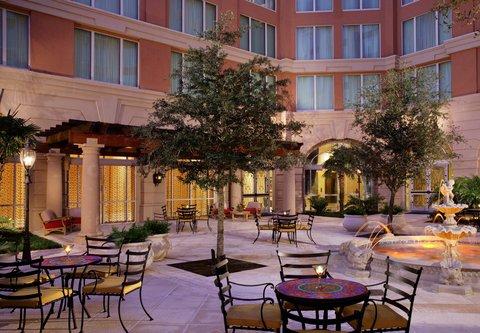 Renaissance Tampa International Plaza Hotel - La Fuente Courtyard