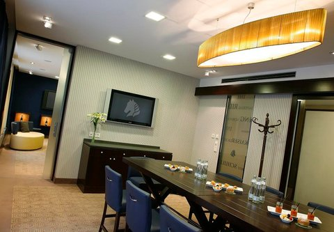 فندق إمبيريال رايدينغ سكوول رينسانس فيينا - Meeting Rooms Maestoso   Traversale