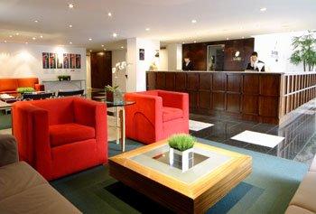 Slaviero Suites Curitiba Lobby
