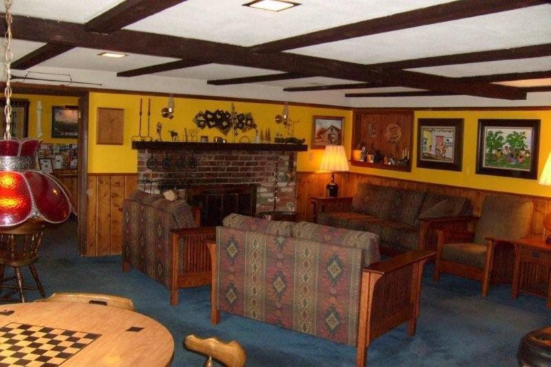 Arapahoe Ski Lodge Lobby