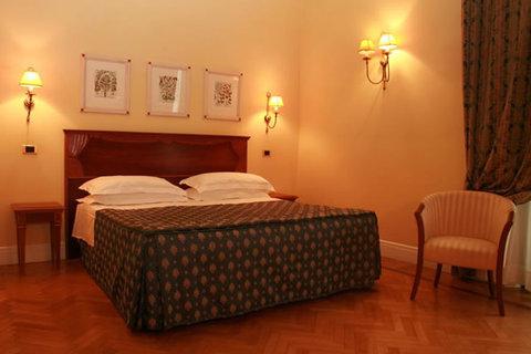 Lorenzo il Magnifico Florence - Superior Room