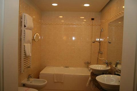 Lorenzo il Magnifico Florence - Superior Room Bathroom