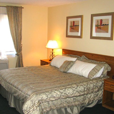 Executive Inn Webster City - Executive Inn Webster City Bed JPG
