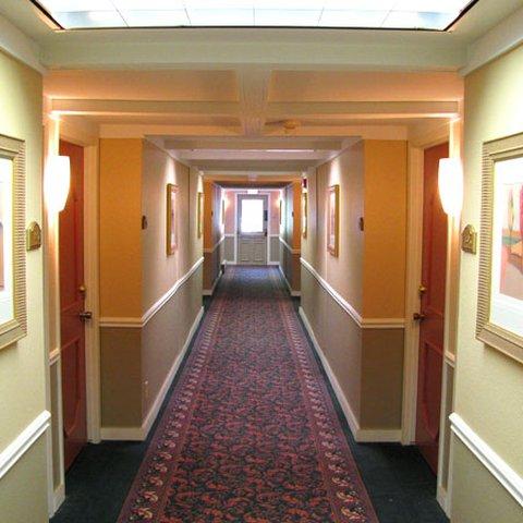 Executive Inn Webster City - Executive Inn Webster City Hallway JPG