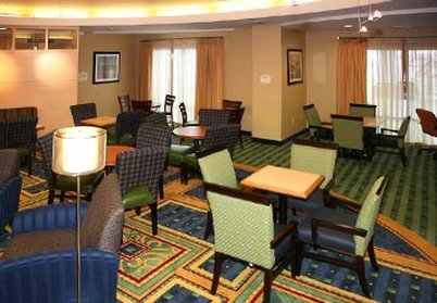 SpringHill Suites Fresno - Dining Area