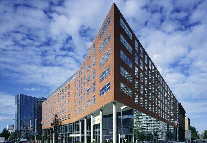 Courtyard by Marriott Berlin City Center Dış görünüş