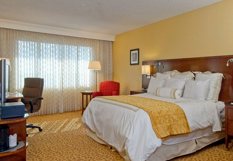 Bakersfield Marriott at the Convention Center - King Guest Room