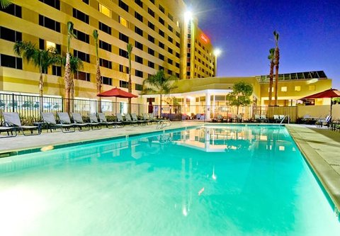 Bakersfield Marriott at the Convention Center - Outdoor Pool