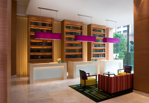كورتيارد باي ماريوت بانكوك - Lobby Front Desks