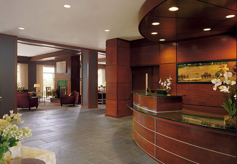 Courtyard By Marriott Burlington Harbor Hotel - Front Desk