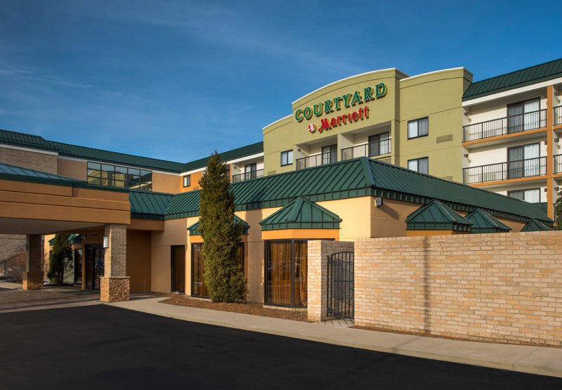 COURTYARD BEACHWOOD MARRIOTT