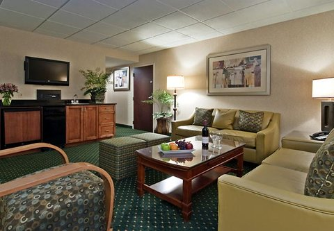 Columbus Airport Marriott - LeVeque Hospitality Suite Living Area