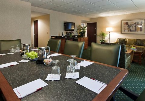 Columbus Airport Marriott - LeVeque Hospitality Suite Meeting Area