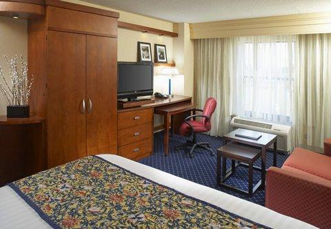 Courtyard Hamilton - King Guest Room