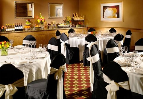 Cincinnati Kingsgate Conference Center Hotel - Private Dining Space